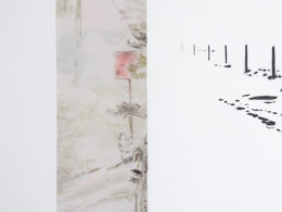 Jinam II, 2017, 320x85 cm hydroglazury, akryl, opál plexi, pauzák, žárovka (foto. Pavel Matoušek)
